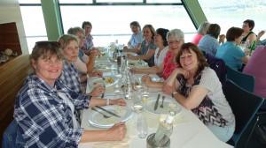 z Mittag auf dem Schiff mit frischem Fisch...